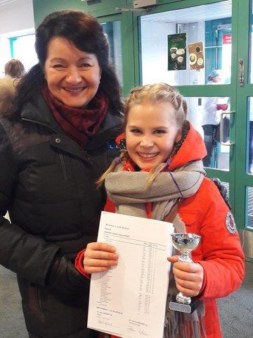 Valmentaja Maaret Siromaa sekä pronssimitalisti Eeva Kaipainen