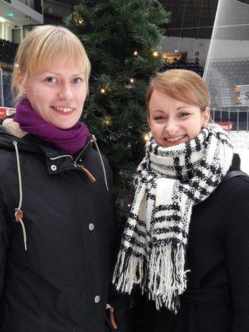 Näytöksen pääsuunnittelijat Johanna ja Tia