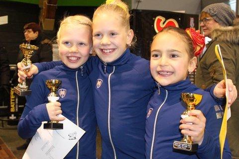 B-silmujen onnellinen mitalikolmikko Unna, Ulla ja Eveliina