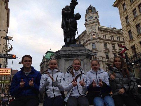 Tino, Hanna, Anni, Petra ja Joanna Wienin keskustassa