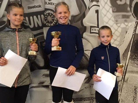 A-silmujen voittajakolmikko Elli, Ulla ja Sini