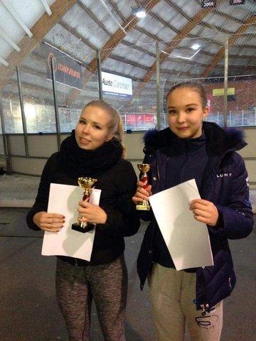 Pinja Kallela (vas.) kultaa ja Joanna Kallela pronssia SM-junioreissa