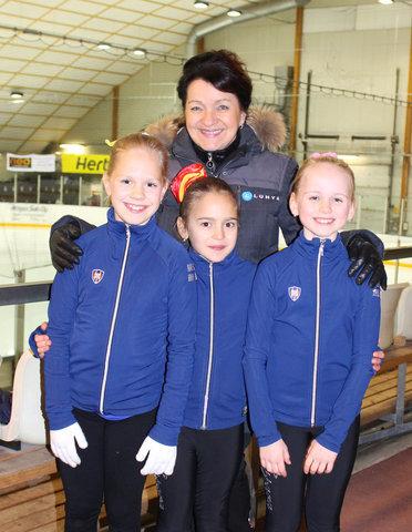 B-silmut Ulla, Eveliina ja Heta sekä valmentaja Maaret