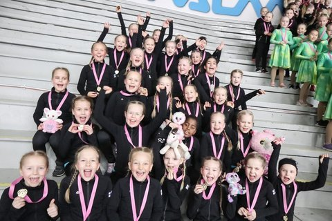 SweetBlades ja joukkueen historian ensimmäiset kultamitalit