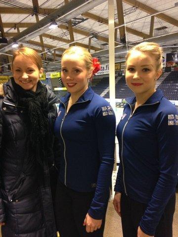 Hanna Kiviniemi ja Joanna Kallela sekä valmentaja Tia Siromaa-Miettinen