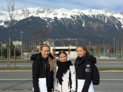 Hanna, Enja ja Joanna Itävallan maisemissa