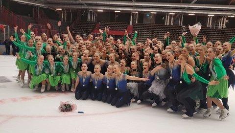 Suomalaiset mitalistit Helsinki Rockettes, Team Fintastic, CrystalBlades ja Team Ice Effect